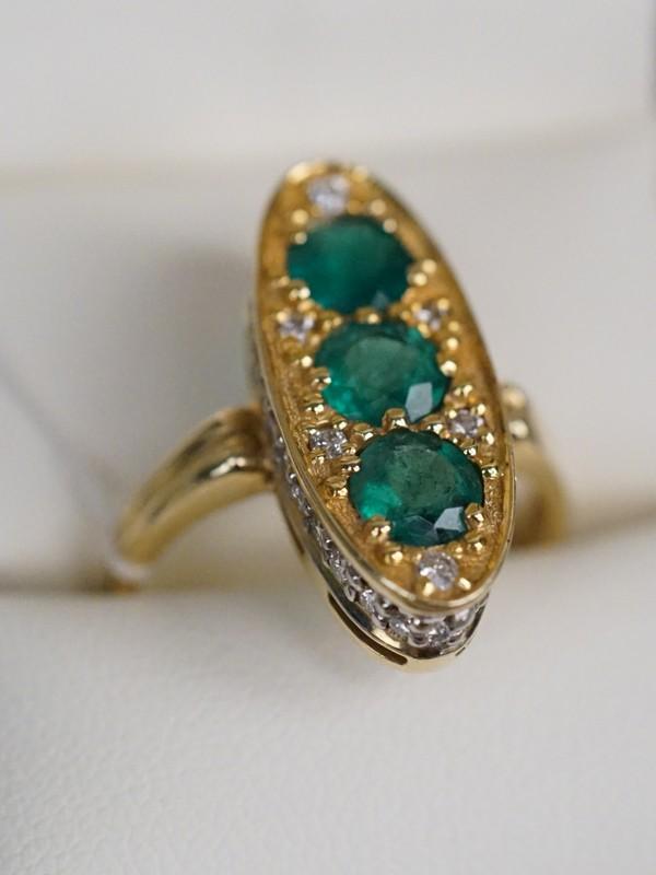 Кольцо, золото 750 пробы, изумруды, бриллианты; общий вес 7,32г. Размер кольца 18,5.  Экспертиза.