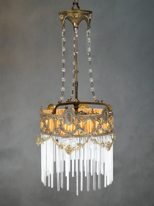 Люстра в стиле неоклассицизм, бронза стекло, 3 световые точки (стандартный патрон Е-27), размер — 60 × 30см