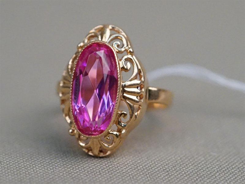 Кольцо, золото 583 пробы, выращенный корунд, общий вес 4,99г. Размер кольца 17,5.