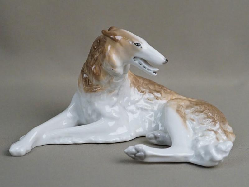 Скульптура «Борзая собака», фарфор, роспись. ЛФЗ, 10 × 20см