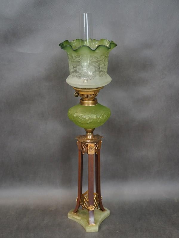Лампа настольная керосиновая в стиле модерн, медный сплав, оникс, цветное стекло, травление, начало ХХ века, 1 световая точка (работает на жидком топливе), 80 × 22см