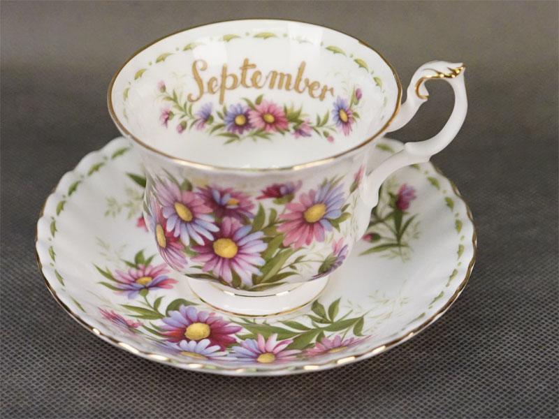 Чайная пара из сервиза «Цветок месяца». «Сентябрь», фарфор, деколь, золочение. Англия, 1970- е годы