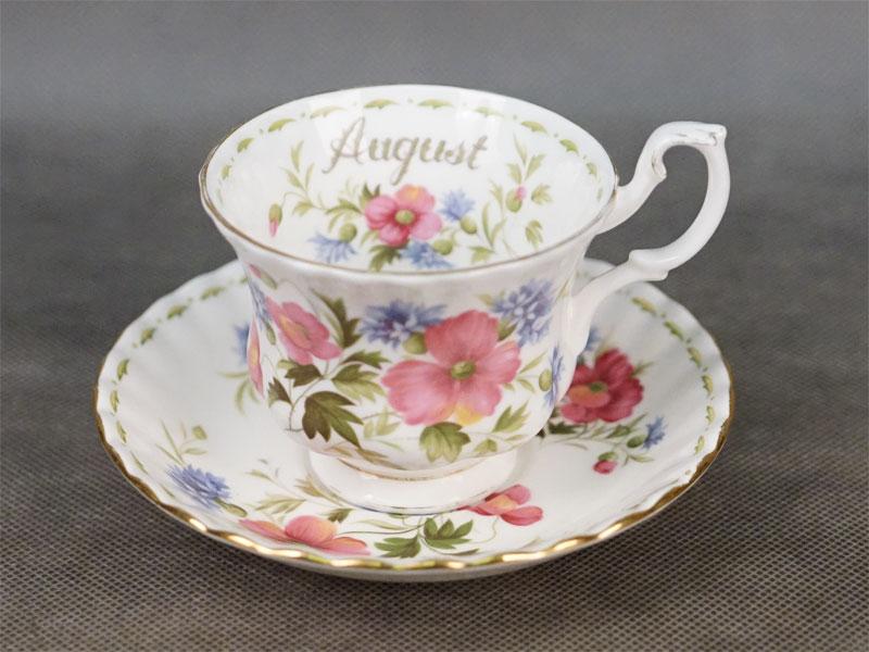 Чайная пара  из сервиза «Цветок месяца». «Август», фарфор, деколь, золочение. Англия, 1970- е годы