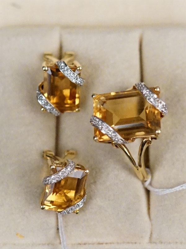 Комплект: серьги и кольцо, золото 750 пробы (по реактиву), общий вес 10,22г. Вставки: 28 бриллиантов (Кр 17 — 0,11ct 3/3-4); цитрины. Размер кольца 17.
