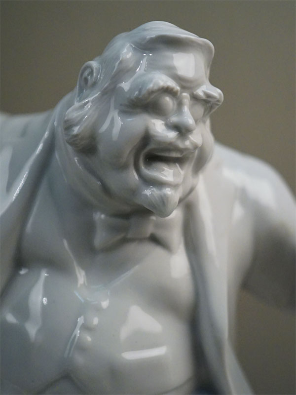 Скульптура «Собакевич», фарфор. Гжель, 1990-е годы, высота 22,5см (заводской брак – трещина; утрата). Редкость.