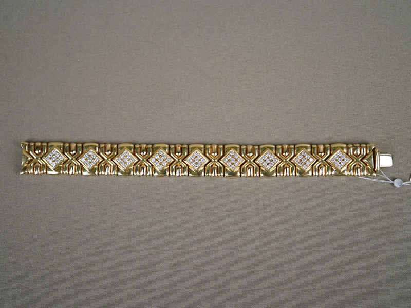 Браслет, золото 750 пробы, общий вес 81,1г. Вставки: 81 бриллиант (Кр57-2,70ct 4/3-5)