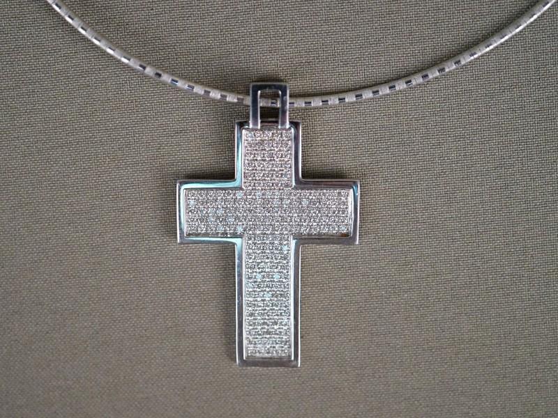 Подвеска «Крест» с цепью, золото 750 пробы, общий вес 27,05г. Вставки: 180 бриллиантов (Кр57 – 2,18ct 4-3/3-4)