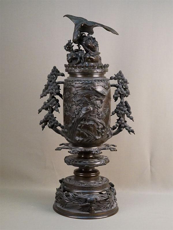 Ароматница «Победа орла над змеей», бронза, литье, патинирование. Япония, конец XIX – начало XX века, высота 64см