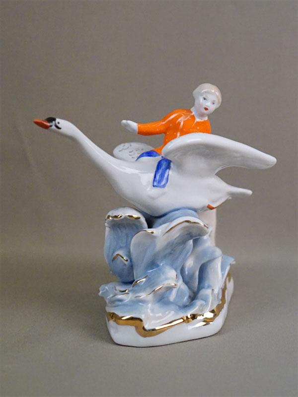 Скульптура «Гуси-лебеди», фарфор, роспись. Дулево, 1966 год, высота 16,5см
