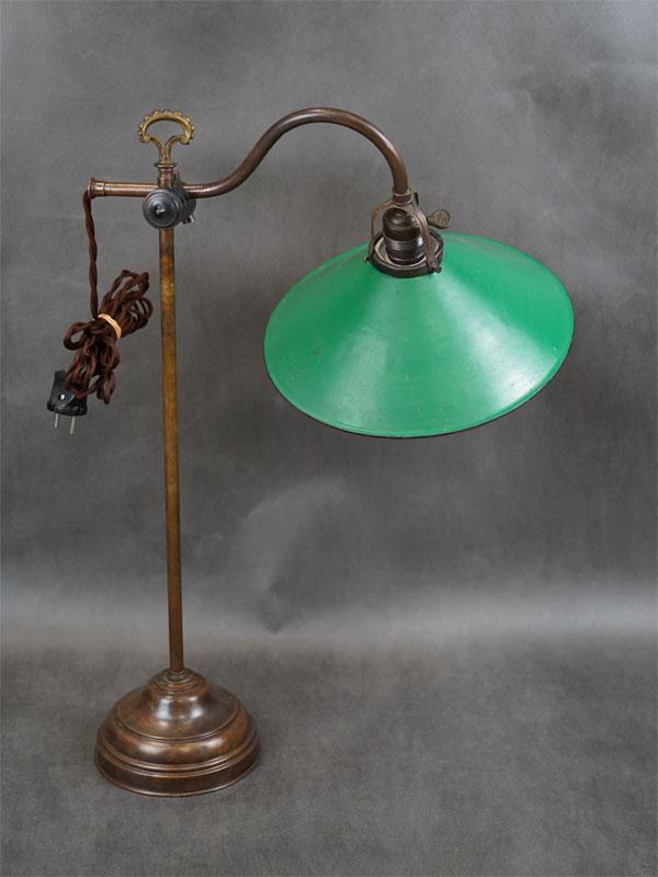 Настольная лампа телескопическая, шарнирная, латунь, жесть, патина, эмаль, начало ХХ века, 1 световая точка (стандартный патрон Е-27), 60 × 40см