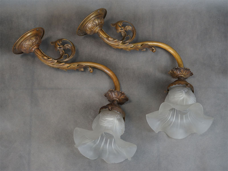 Бра парные в стиле историзм, латунь, бронза, стекло, начало ХХ века, 1 световая точка (стандартный патрон Е-27), длина 40см