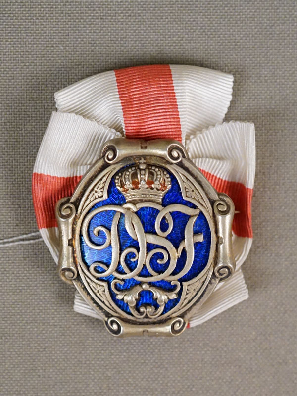 Знак «Святая София», серебро по реактиву, эмаль, общий вес 9,90г.