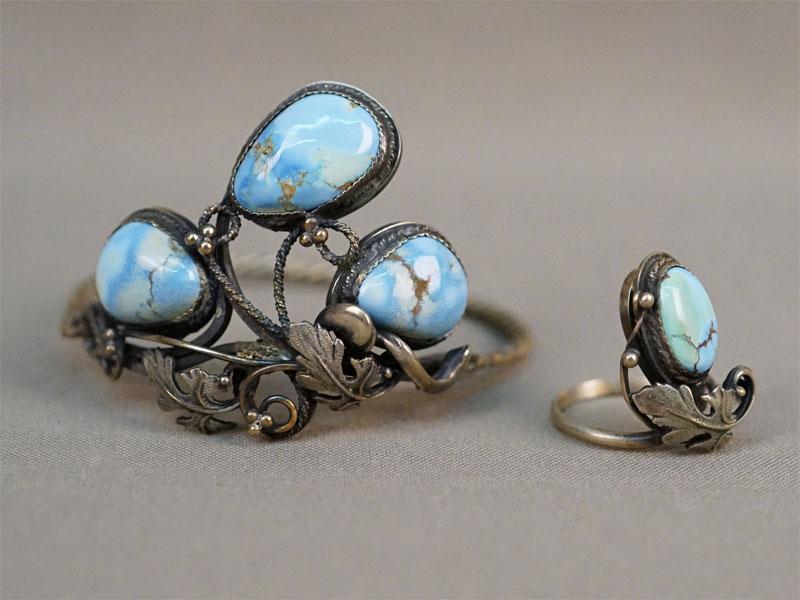 Комплект: кольцо и браслет, мельхиор.Вставки: природная бирюза. Размер кольца 17.