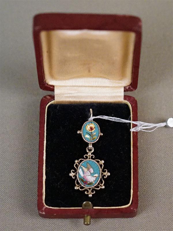 Подвеска «Голубь» в футляре, серебро по реактиву, мозаика, общий вес 3,10г.