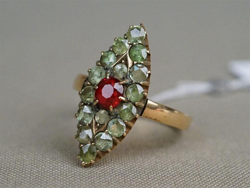 Кольцо, золото 583 пробы, демантоиды, шпинель, общий вес 4,35г. Размер кольца 18,75