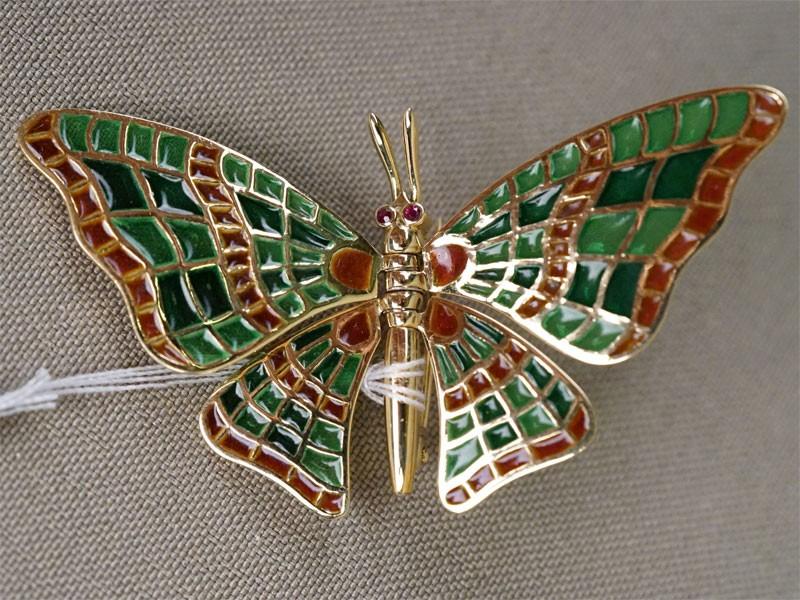 Брошь «Бабочка», золото по реактиву (750 пробы), эмаль, 2 рубина («Круг»). Общий вес 8,44г.
