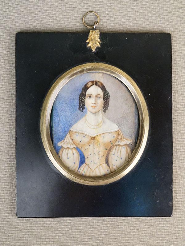 Миниатюра в раме «Портрет девушки», живопись на кости, 1830-1840- годы, размер рамы 13,5 × 11,5см