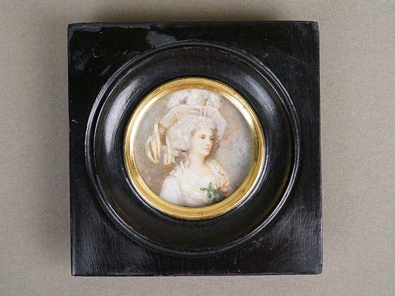 Миниатюра в раме «Портрет дамы в шляпе», живопись на кости, начало XX века, размер рамы 10,5 × 11см