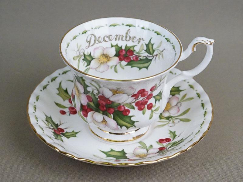 Серия «Цветок месяца». Чайная пара «Декабрь. Рождественская роза», фарфор, деколь, золочение. Англия,
