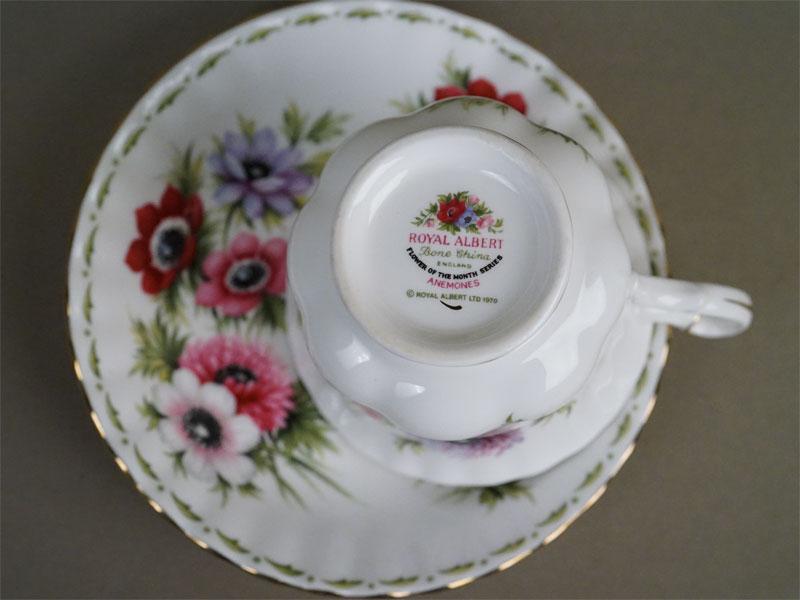 Серия «Цветок месяца». Чайная пара «Март. Анемон», фарфор, деколь, золочение. Англия, 1970-е годы