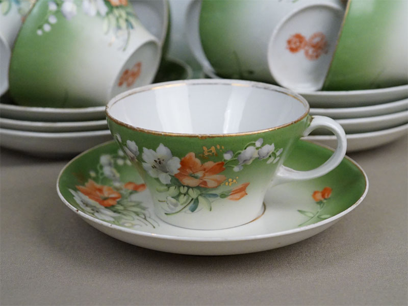 Чайный набор: 9 чайных пар и 1 блюдце, фарфор, роспись. Завод Гарднера, конец XIX — начало XX века