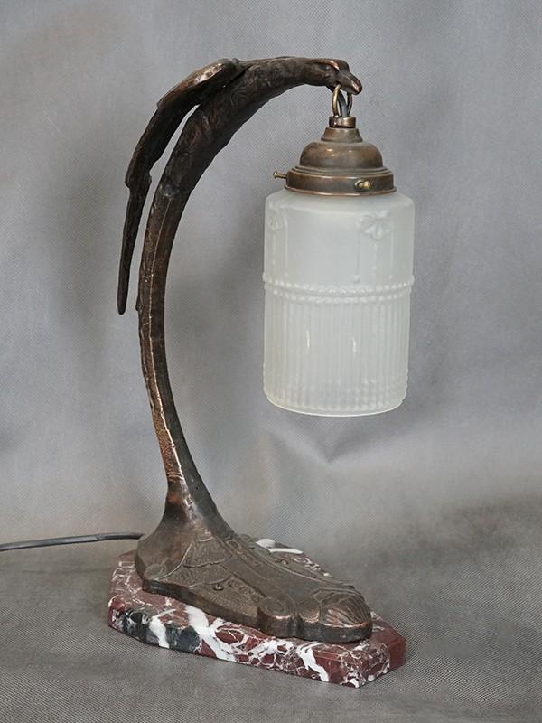 Лампа настольная в стиле ар-деко «Орел», бронза, мрамор, стекло. Западная Европа, первая половина ХХ века, 1 световая точка (стандартный патрон Е-27), размер — 83 × 23 × 17см