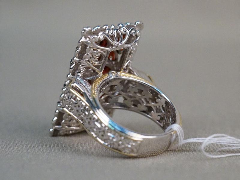 Кольцо, серебро по реактиву, гранаты, общий вес 12,40г. Размер кольца 17.