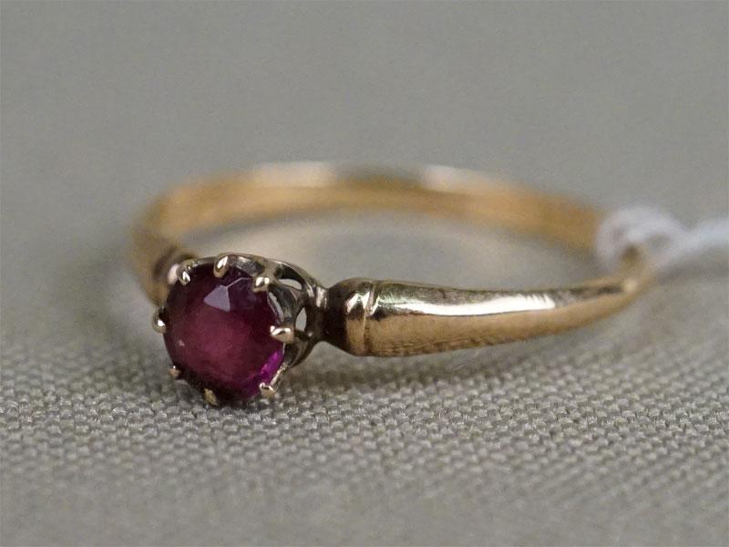 Кольцо, золото 56 пробы, стекло, общий вес 1,1г.