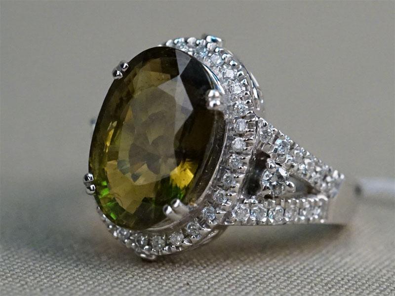 Кольцо, золото по реактиву (18К), общий вес 12,09г. Вставки: бриллианты (2бр Кр57 – 0,07ct 3/7; 53бр кр57 – 0,46ct 3/6-8); 1 турмалин («Овал» — 6,50ct).   Экспертиза.