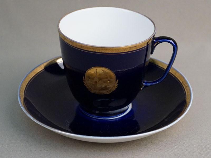 Чайная пара «Москва», фарфор, кобальт, золочение. ЛФЗ, 1960-е годы, высота 9см, диаметр блюдца 17,5см