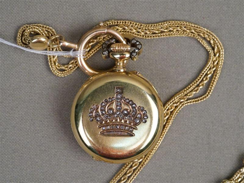 Часы дамские с цепью «Корона», золото по реактиву, вставки: бриллианты «роза», общий вес 19,58г., длина цепи 30см