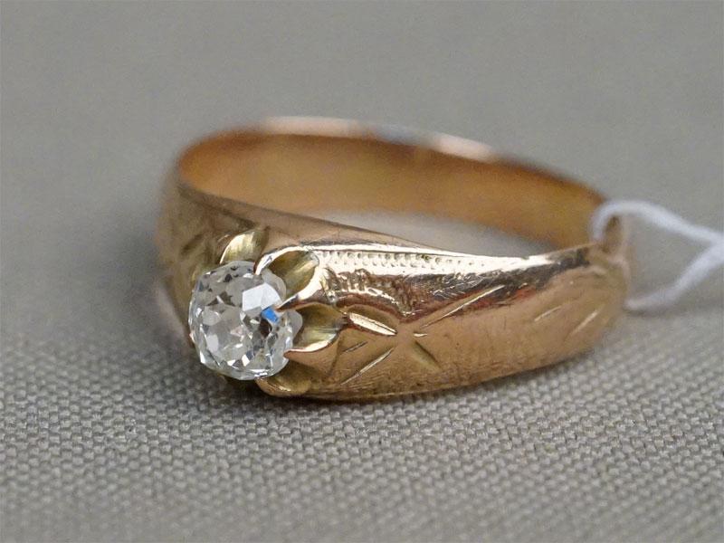 Кольцо, золото по реактиву, общий вес 3,58г.  Вставки: 1 бриллиант («Старой» огр. – 0,46ct 8-2/7a). Размер кольца 16,7. Экспертиза.