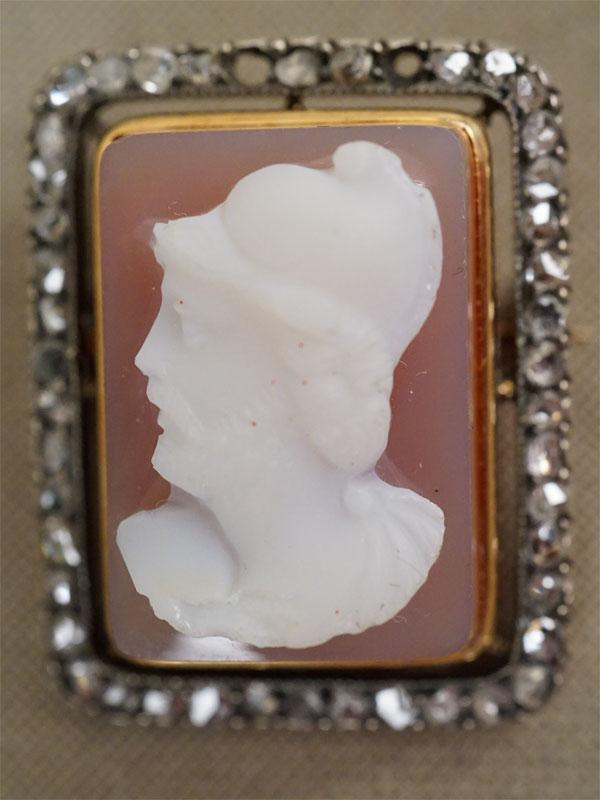 Брошь, золото 583 пробы, камея на агате, бр. огр. «роза», общий вес 7,25г. отсутствует два бриллианта.