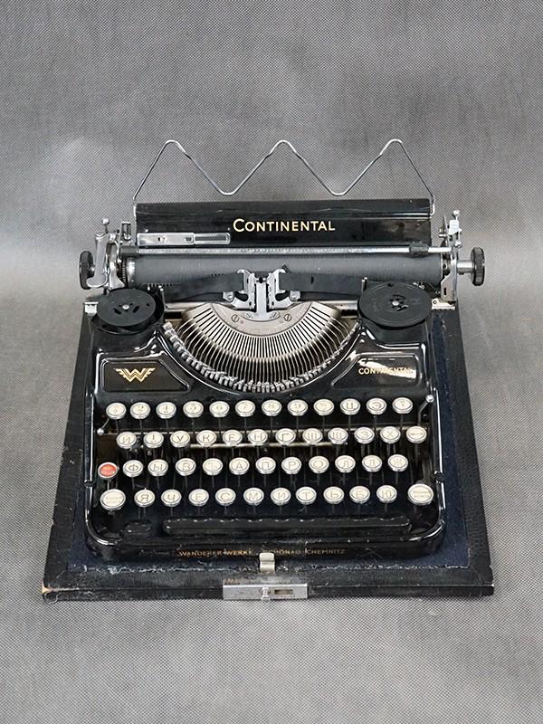 Пишущая машинка «Континенталь», начало ХХ века, размер — 15 × 41 × 32см