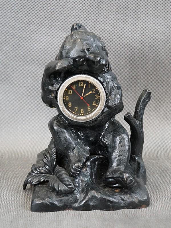 Часы «Медведь на пне», чугун, литье, покраска. СССР, Касли, середина ХХ века, размер — 25 × 16см