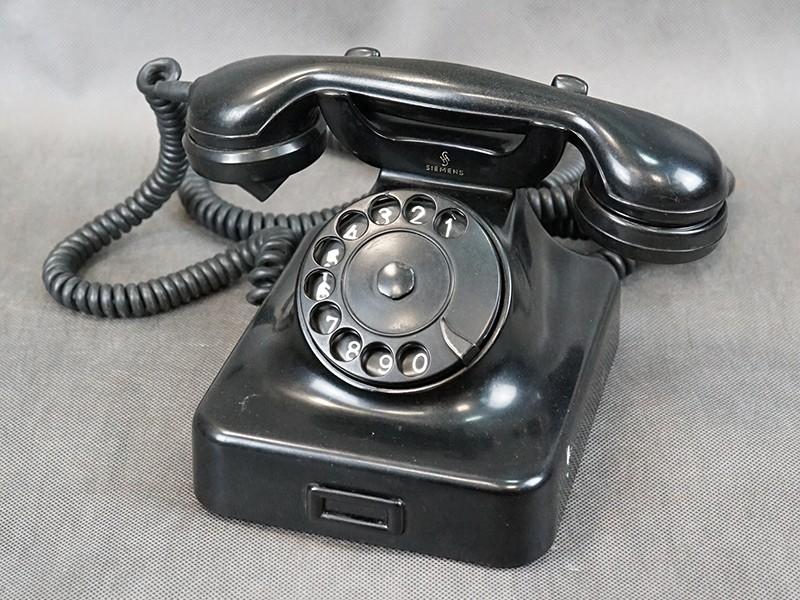 Телефонный аппарат «Сименс», пластик, первая половина ХХ века, размер — 15 × 25см