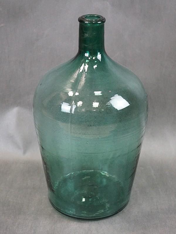 Бутыль, прессованное стекло, конец XIX века, размер — 40 × 23см