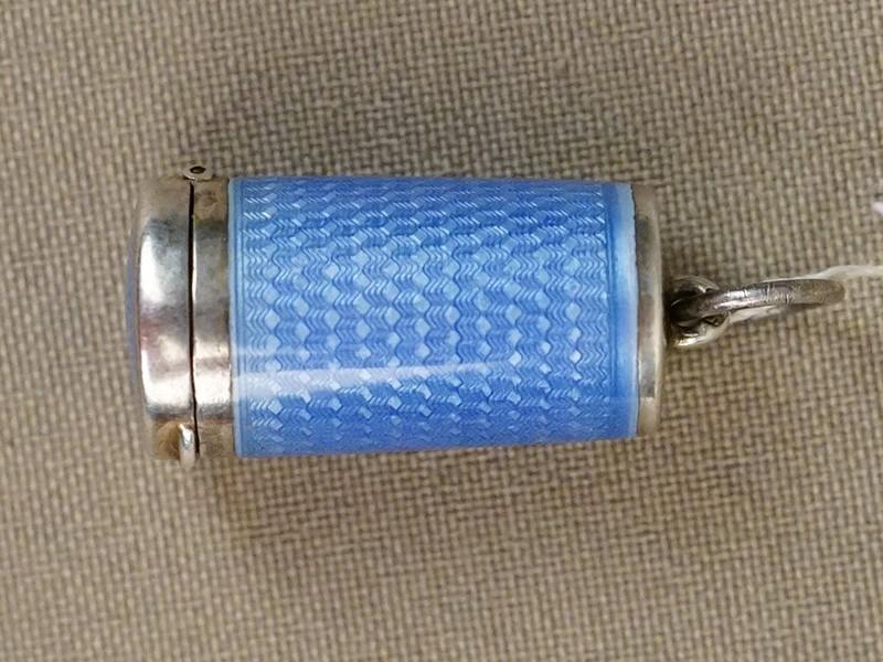 Подвеска — ароматница, серебро 925 пробы, гильошированная эмаль, общий вес 5г., длина 2,3см