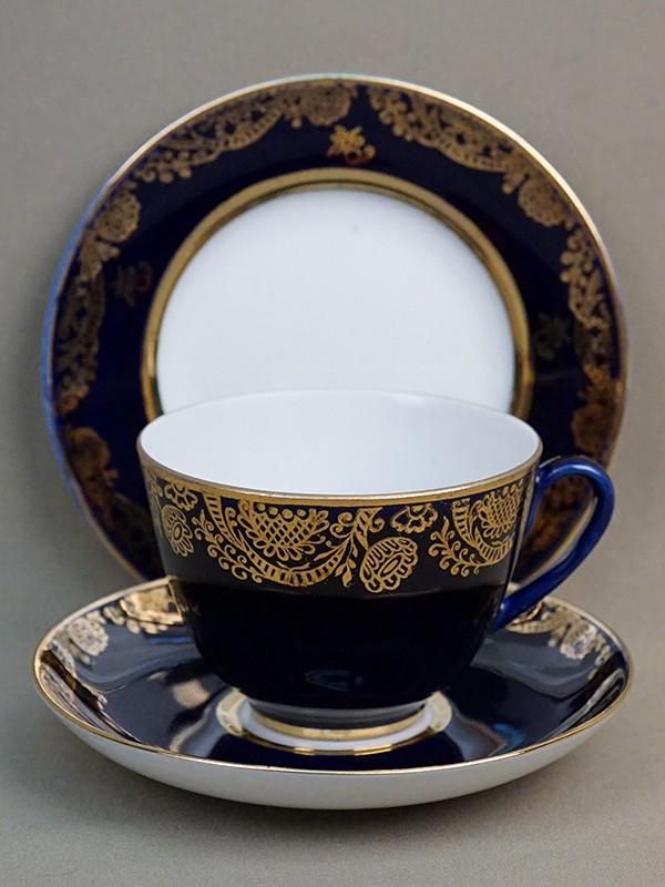 Чайная пара и пирожковая тарелка «Поздравляю», фарфор, кобальт, золочение. ЛФЗ, 1970-е годы