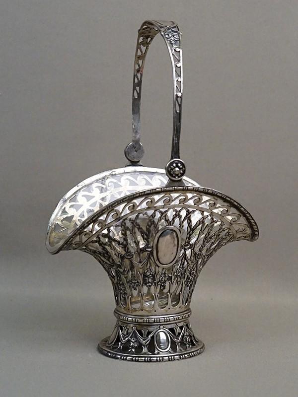 Конфетница «Корзинка», серебро по реактиву, стекло, вес серебра 206г. Западная Европа, конец XIX – начало XX века