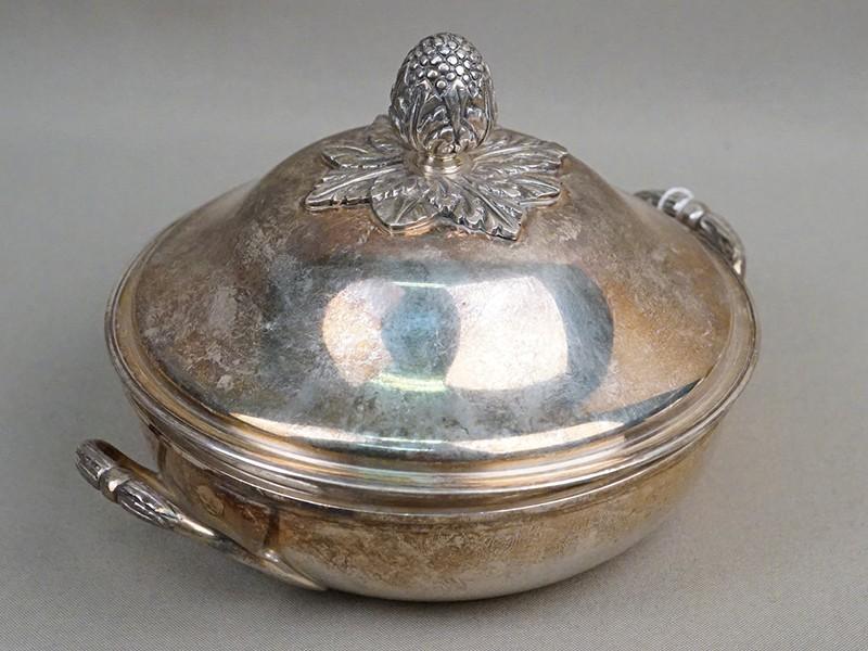 Блюдо сервировочное с крышкой, серебро по реактиву, общий вес 638г., диаметр 14,5см. Франция, конец XIX – начало XX века