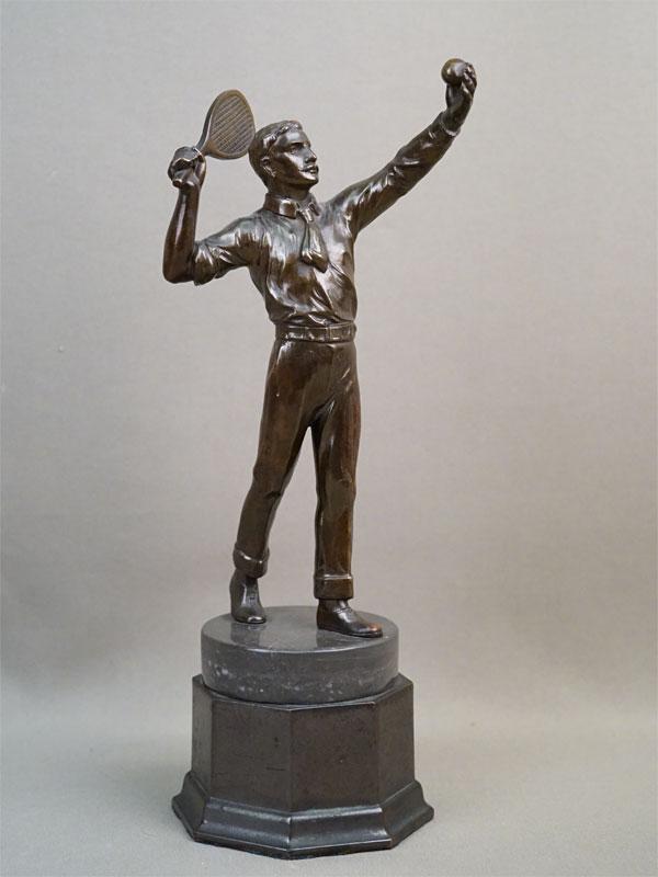 Скульптура «Теннисист», шпиатр, постамент камень, высота 26см. Западная Европа, начало XX века