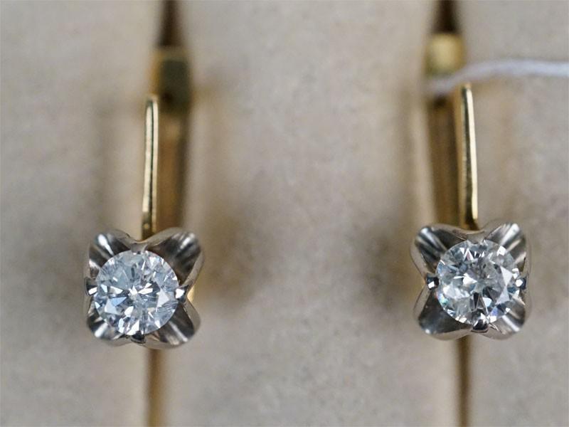 Серьги, золото 750 пробы, общий вес 4,31г. Вставки: бриллианты (1бр Кр57 – 0,45ct 5/9; 1бр Кр57 – 0,43ct 5/10). Экспертиза.