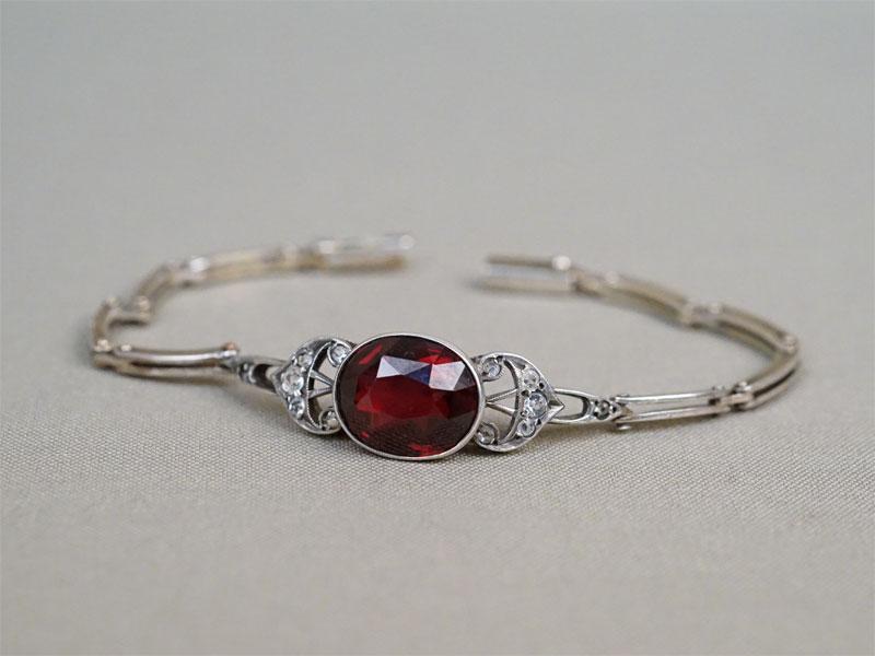 Браслет, серебро 875 пробы, общий вес 14,75г. Вставки: горный хрусталь, выращенный рубин, 2 бесцветных стекла.