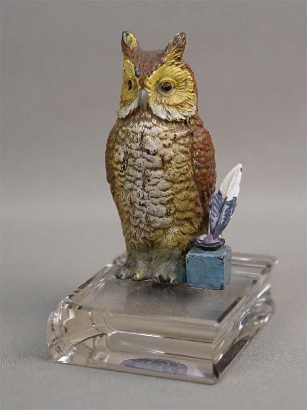 Скульптура «Сова на книгах», шпиатр, роспись, стекло, начало XX века, высота 9,5см