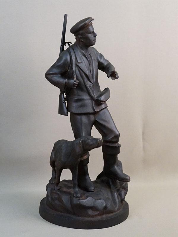 Скульптура «Охотник с собакой», чугун, литье, покраска. Касли, середина XX века, высота 38см